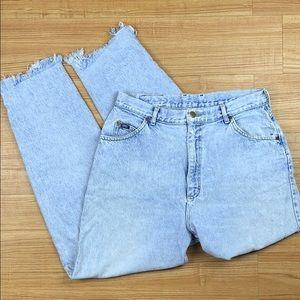 Vintage Distressed Raw Hem Highwaisted Mom Jeans 8